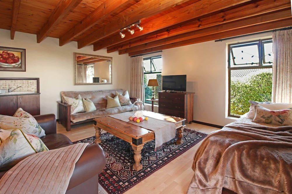 One bedroom open plan unit onto garden - Guest Room