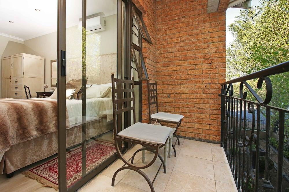 Open plan unit onto balcony - Balcony