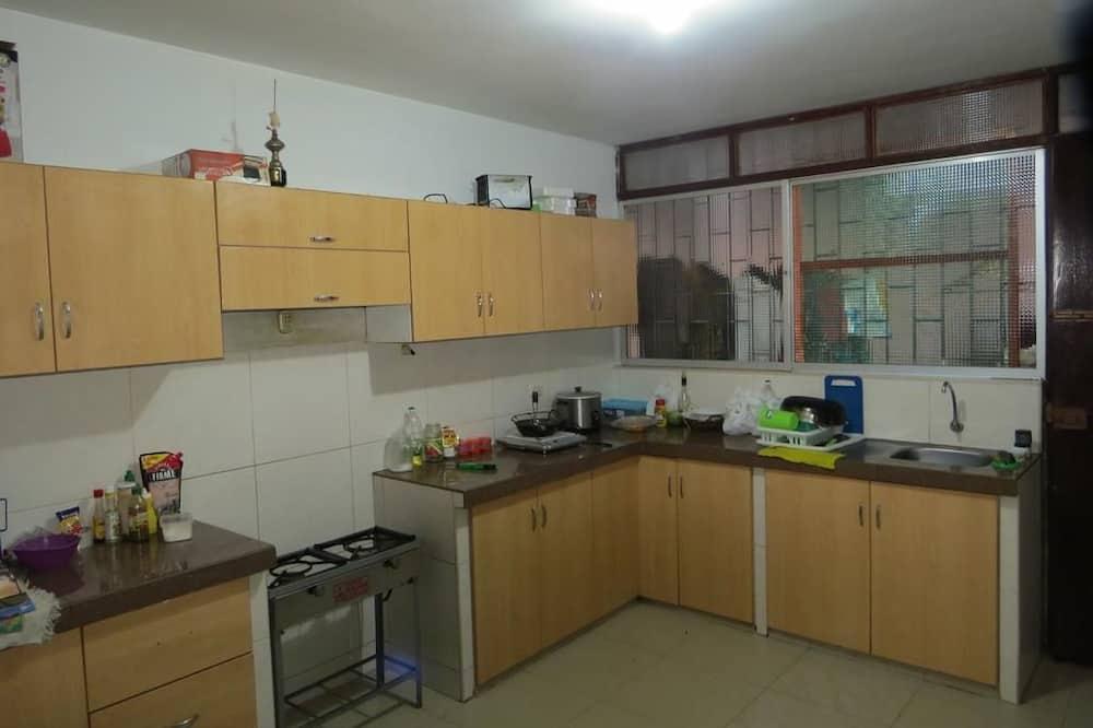 Asrama Umum, asrama campuran, kamar mandi umum (4 pax) - Dapur bersama