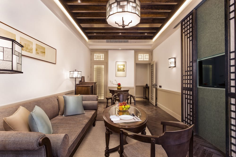 Classic Townhome, 1 King Bed, Terrace - Living Room