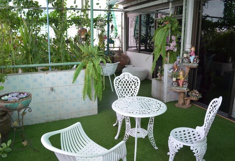 Charan 41 Hostel, Bangkok, Family Room, Terrace/Patio