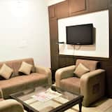 Family Suite, 1 Queen Bed, Accessible, Balcony - Living Area