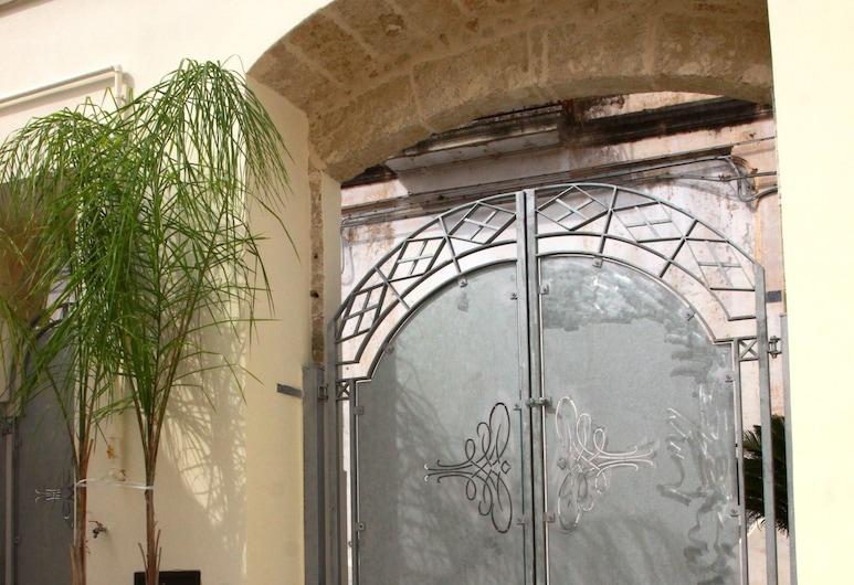 Gradiè, Casarano, Ingresso hotel