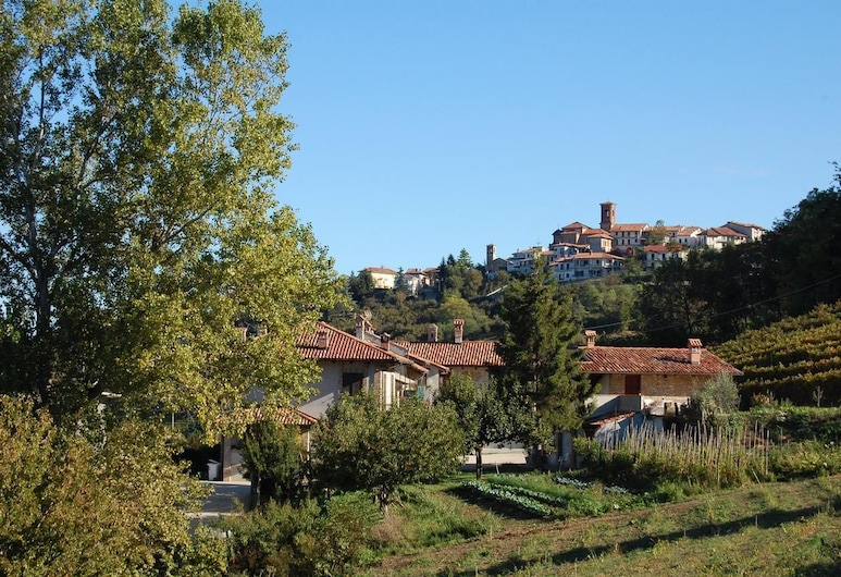 Agriturismo 'd Rainè, Montelupo Albese, Property Grounds