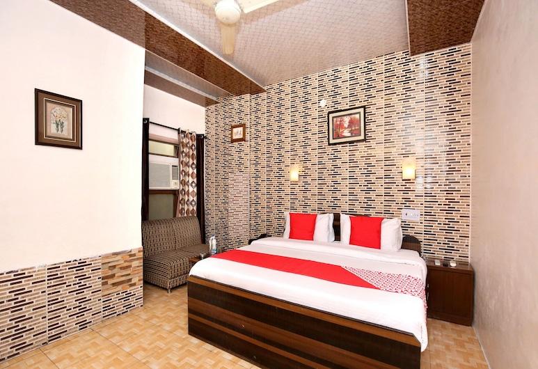 OYO 11912 Hotel Nav Classic, Ludhiana