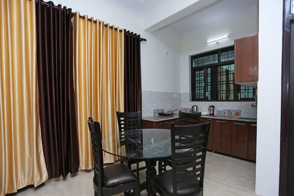 Kamer, 1 twee- of 2 eenpersoonsbedden - Eetruimte in kamer
