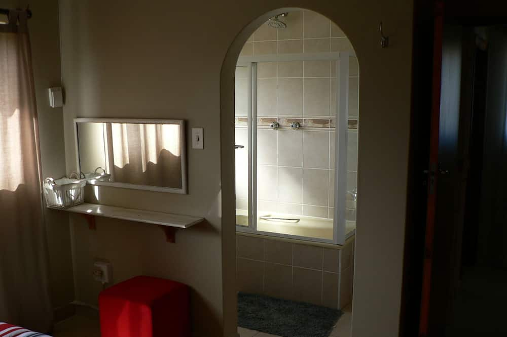 Nhà, 5 phòng ngủ - Phòng tắm