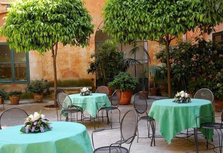 Santa Francesca Romana, Rome, Courtyard
