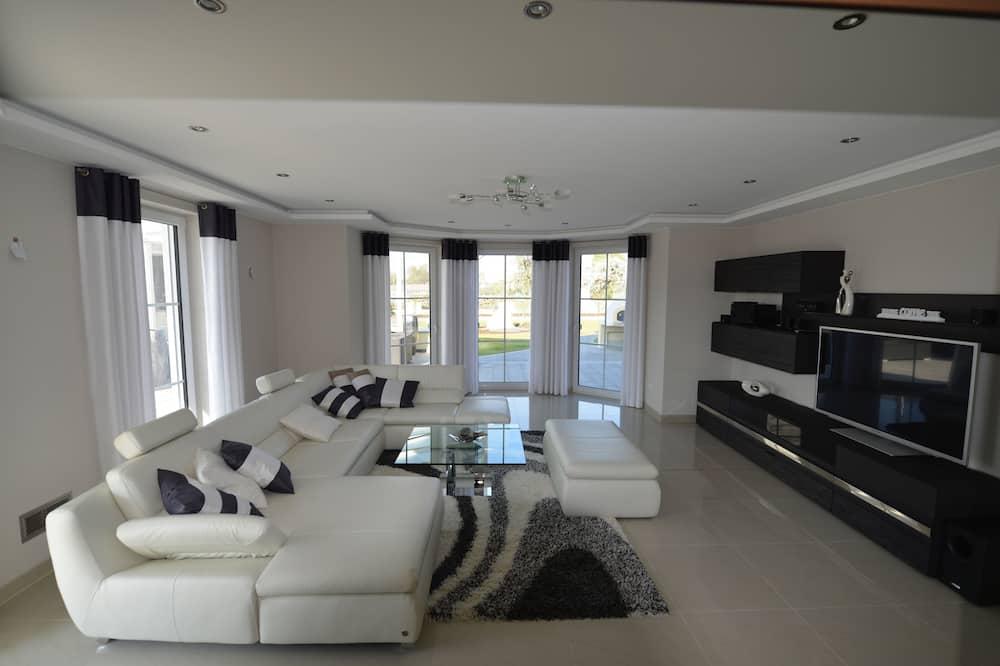 Luxury House, 4 Bedrooms, Sauna, Garden Area - Living Room