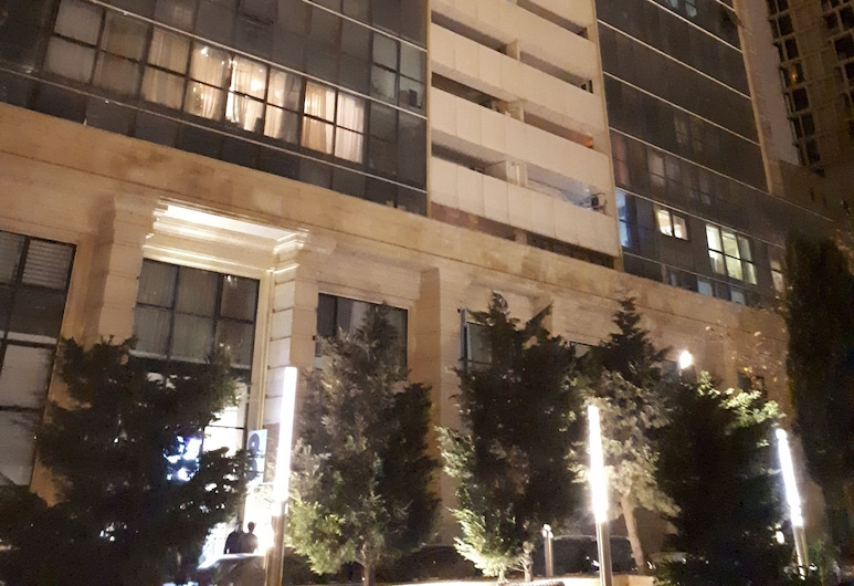 Apartment with Baku City and F1 view , Baku, Otelin ön cephesi (akşam)