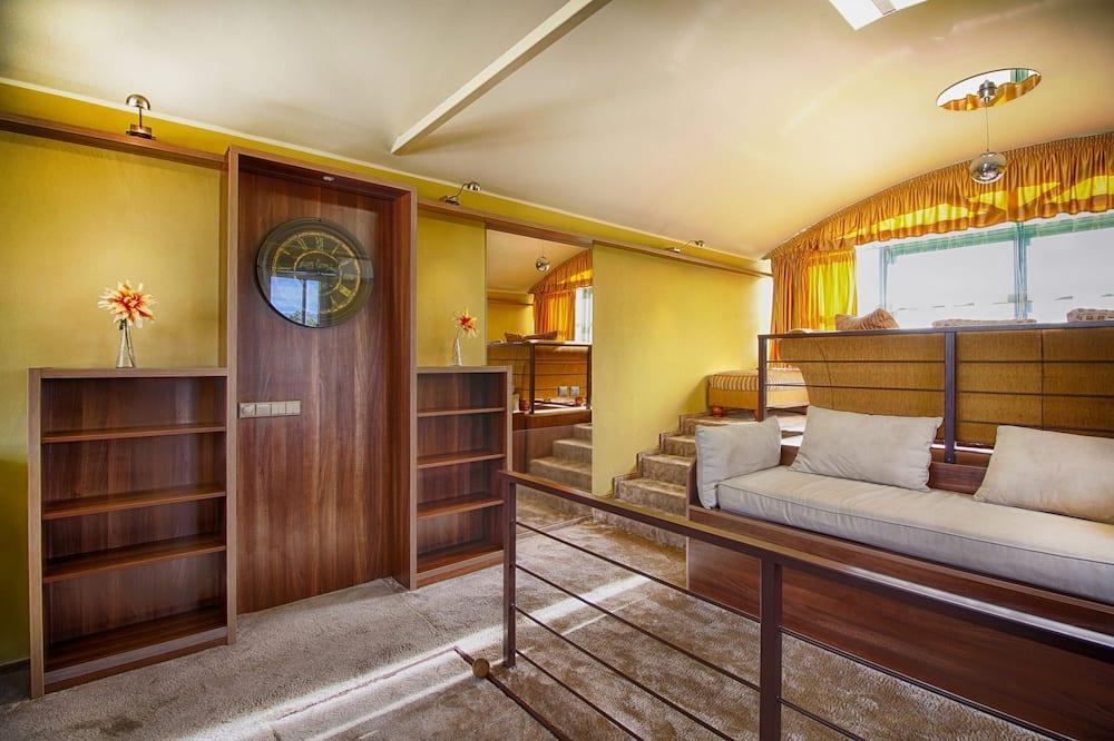 Dvoupodlažní apartmá s panoramatickým výhledem, 2 ložnice, vířivka, výhled na město - Obývací pokoj