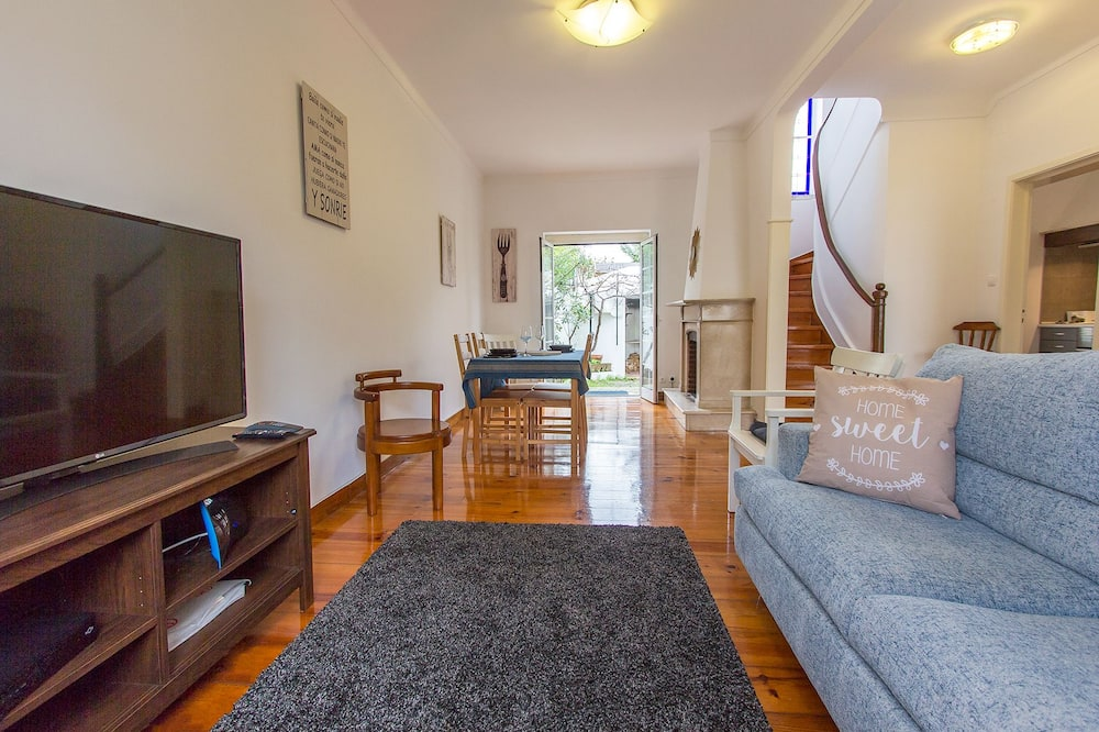 House, 4 Bedrooms - Living Room