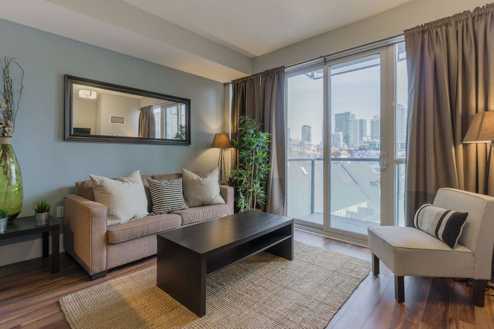 1 Queen Bed with Sofa Bed, 1 Bath, City View - พื้นที่นั่งเล่น