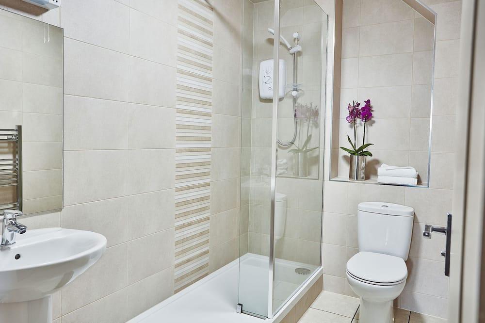 Garrison Apartments - Bathroom