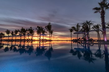 Enter your dates for special Los Cabos (and vicinity) last minute prices