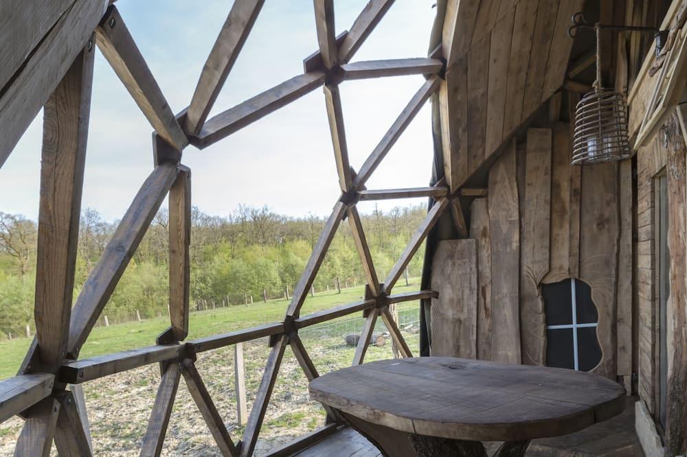 Traditional Cabin (Dome Kentan) - Living Area