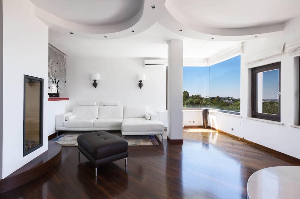 Vila, 4 spálne, prístup k bazénu - Obývacie priestory