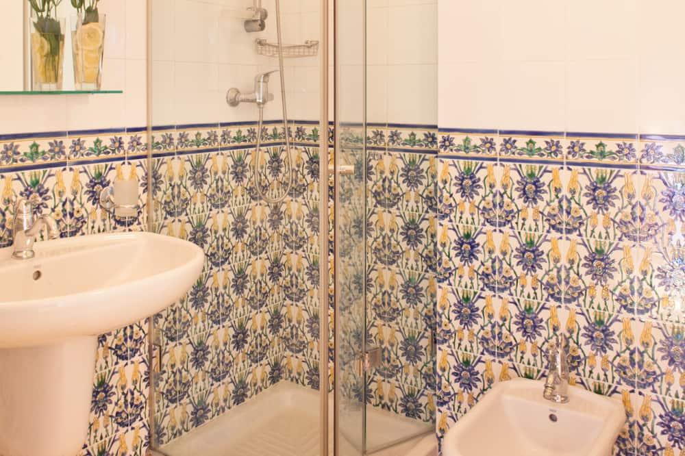 ห้องดับเบิล, ระเบียง, วิวภูเขา - ห้องน้ำ