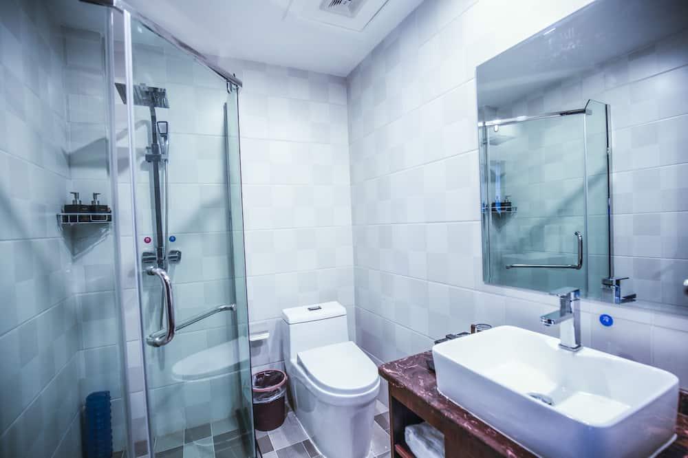 Standartinio tipo dvivietis kambarys, 1 standartinė dvigulė lova, vaizdas į miestą - Vonios kambarys