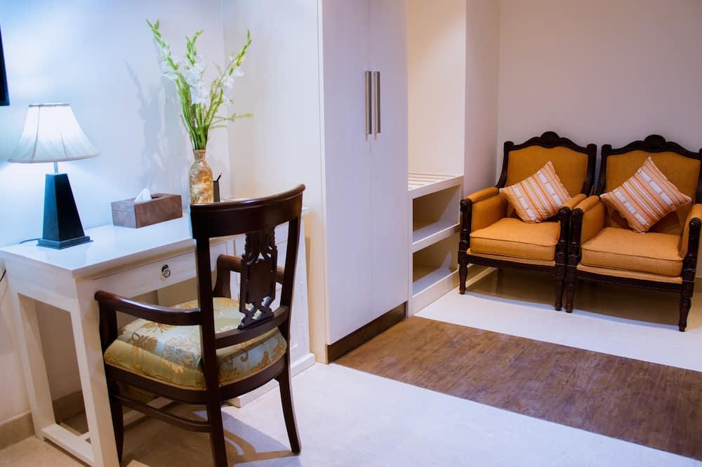 ห้องซูพีเรียดับเบิลหรือทวิน, เตียงคิงไซส์ 1 เตียง, ห้องครัว - พื้นที่นั่งเล่น