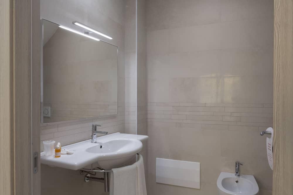 スーペリア ダブルまたはツインルーム - バスルーム