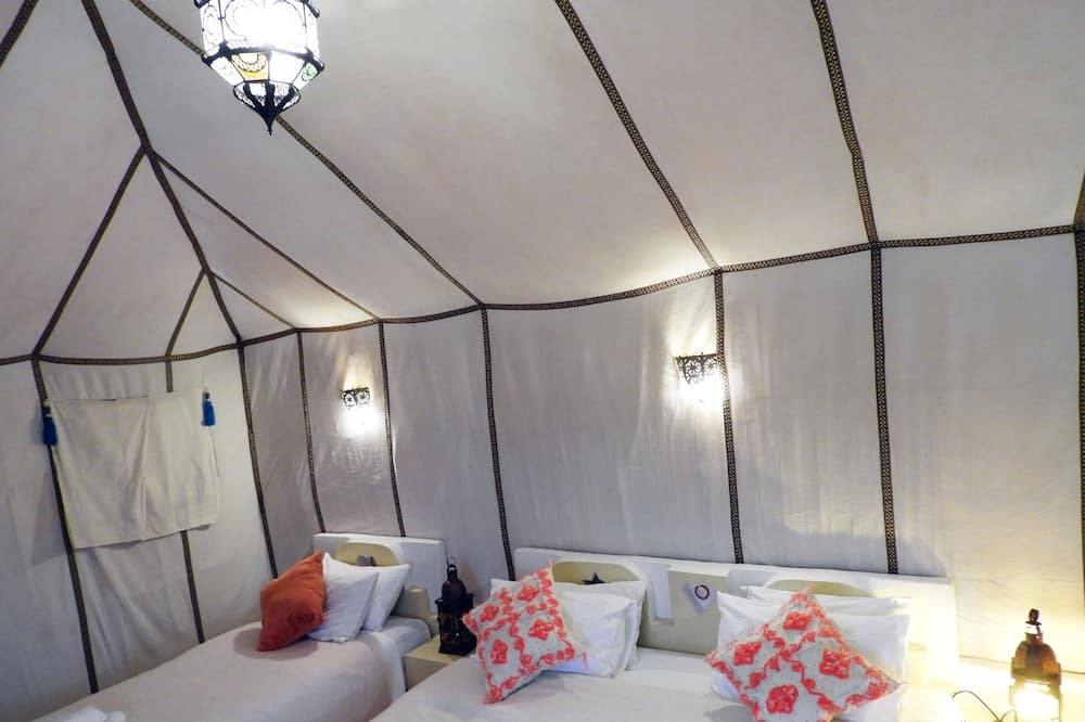 Luxury Tent, 2 Queen Beds, Mountain View - Guest Room