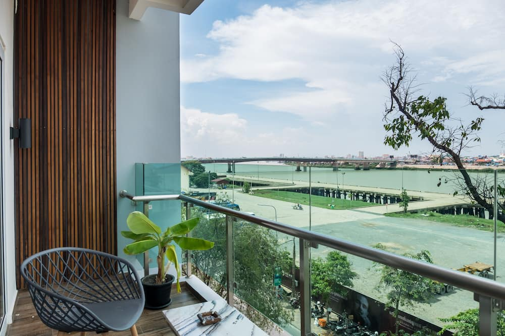 Deluxe Room, 1 King Bed, Balcony, River View - Balcony