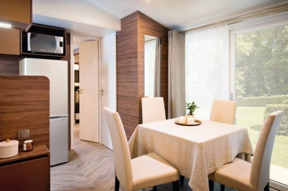 Chalet, 2 Bedrooms - In-Room Dining