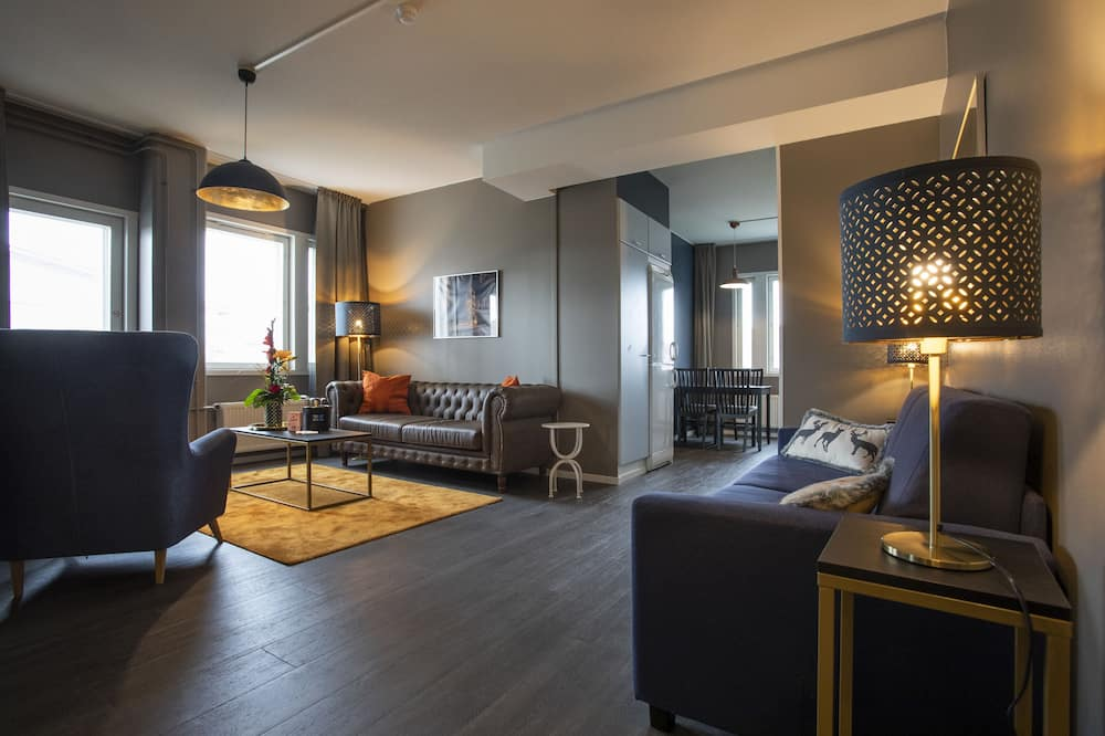 Deluxe Family Suite with Kitchen, Sauna & Balcony - พื้นที่นั่งเล่น