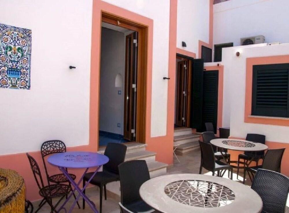 Book La Terrazza sul Porto in Ponza | Hotels.com