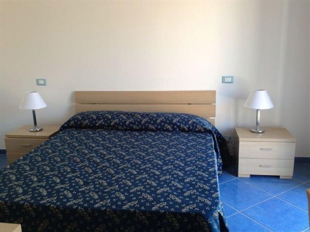 La Terrazza sul Porto, Ponza: Info, Photos, Reviews | Book at Hotels.com