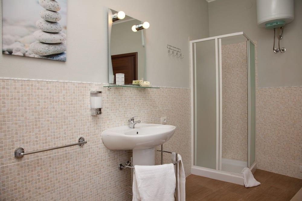 Kahetuba, omaette vannitoaga (External) - Vannituba