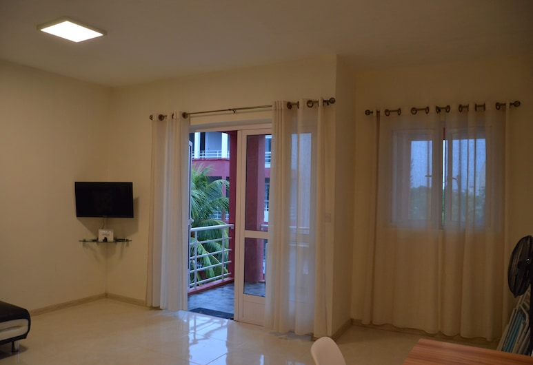 AZ New Pereybere Beach Apartment, Grand-Baie, Comfort Apartment, 2 Bedrooms, Living Room