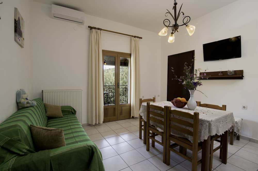 Apartamento Standard, 2 Quartos, Banheira, Vista Montanha - Área de Estar