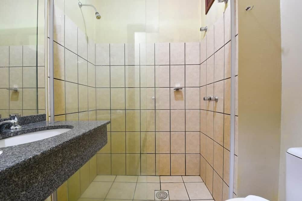 Чотиримісний номер, багатомісний номер - Ванна кімната