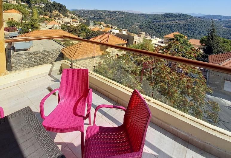 Suiteness Deir El Qamar, Dair al-Qamar, Panoramic-Suite, 2Schlafzimmer, Essbereich im Zimmer