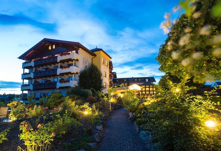 Hotel Kastenholz, Wershofen, Viešbučio fasadas vakare / naktį