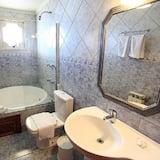Luxury Apartment - Bathroom