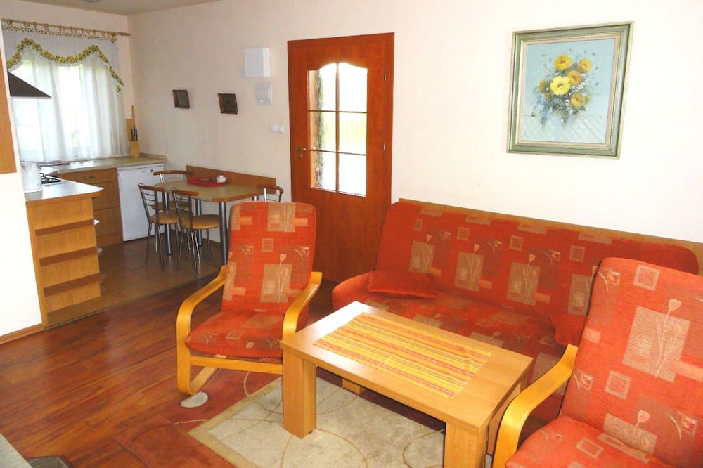 Bungalow, 2 Bedrooms (1) - Living Area