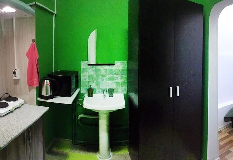 Fortuna Inn - Hostel, Moscow, Standard Double Room, Kitchen, Guest Room