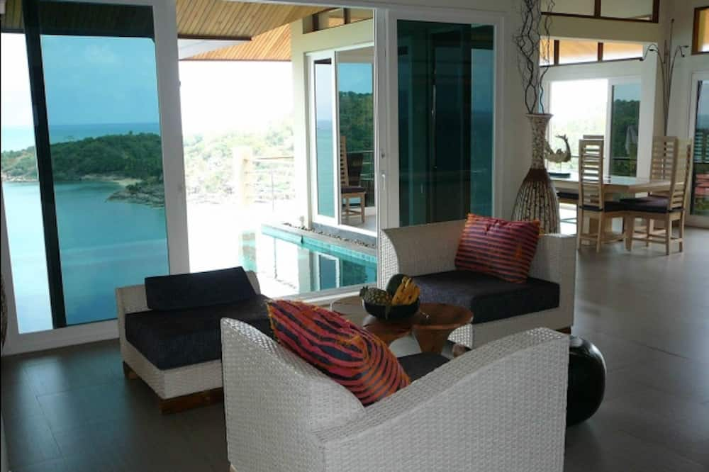 5-Bedroom  (Not Incl.Electricity) - Living Area