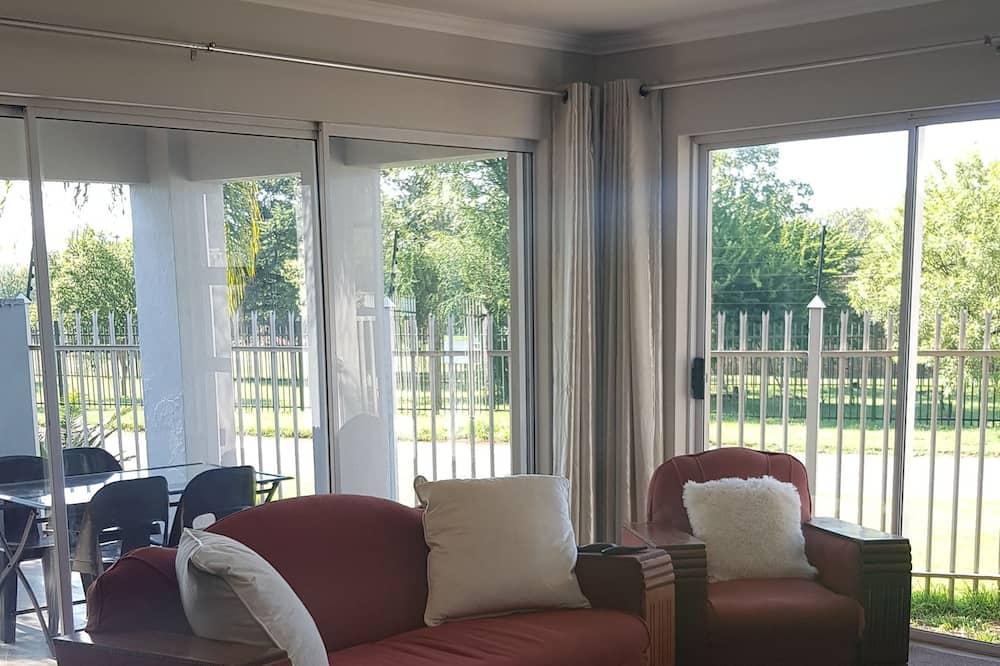 Chambre Double Confort, 2 grands lits, accessible aux personnes à mobilité réduite, vue lac - Restauration dans la chambre