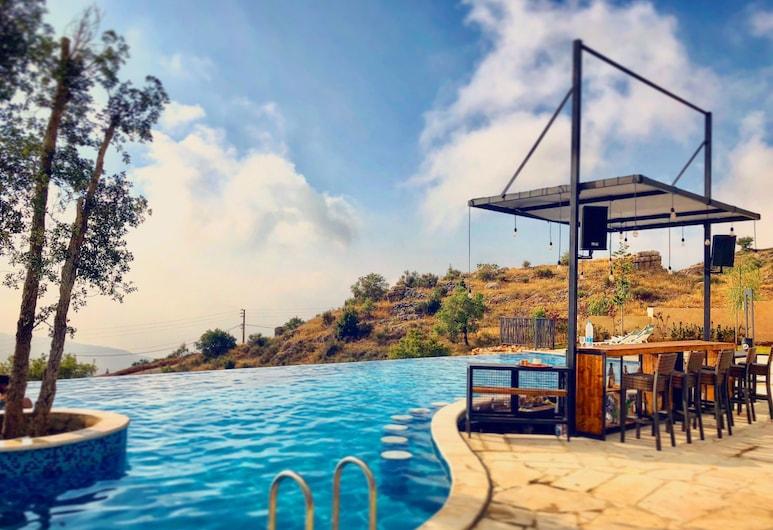 Villagio Hotel & Resort, Mrouj, Pool