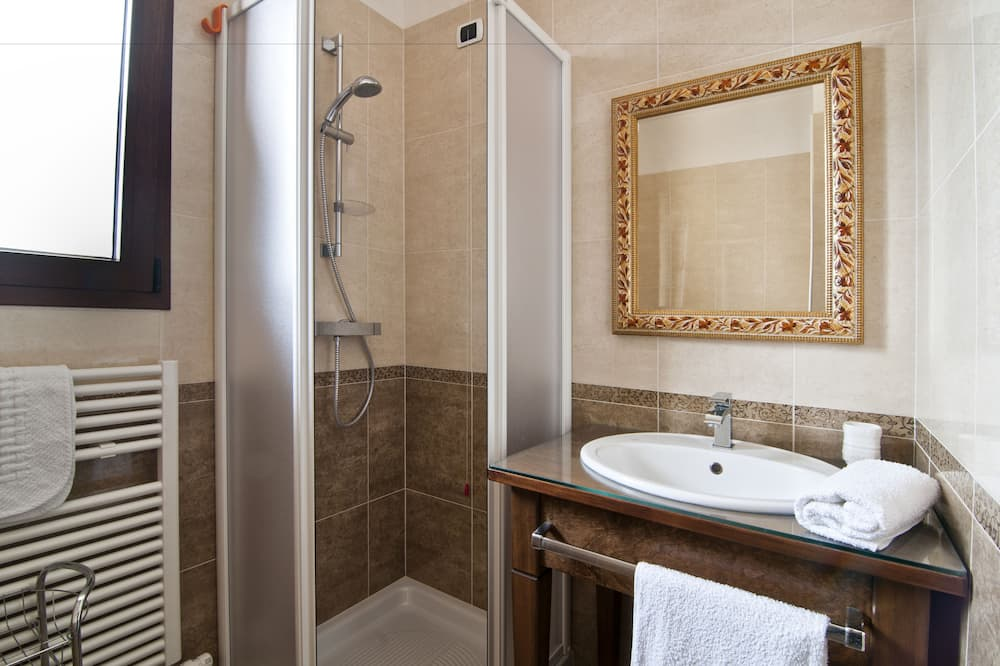 家庭四人房, 私人浴室 - 浴室