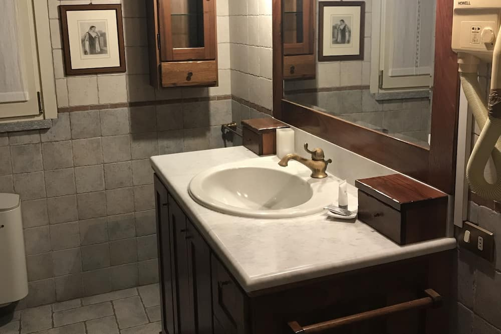 Dreibettzimmer - Badezimmer