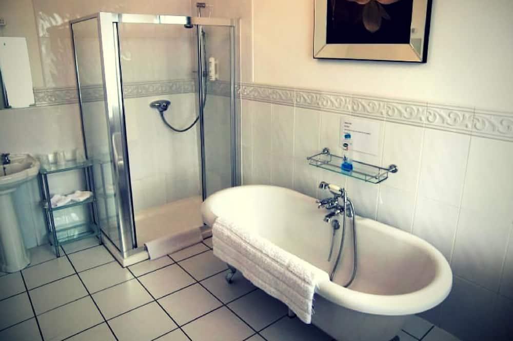 Deluxe Family Room (Room 2) - Koupelna
