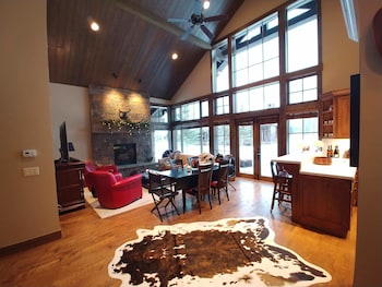 Picture of Golf and Tennis Cabin 20 2 Bedrooms 2.5 Bathrooms Cabin in Jackson