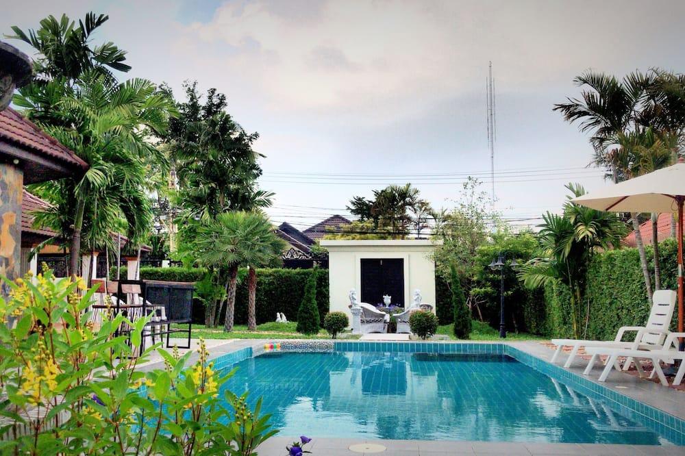 Cozy Garden Cottage Pool Villa
