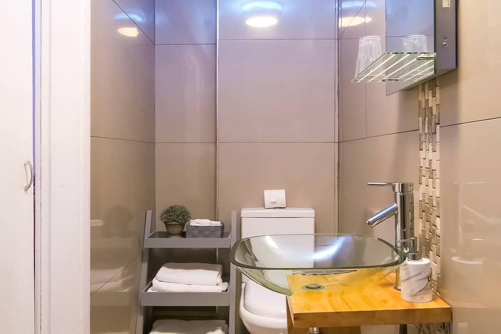Standard szoba két külön ággyal, 2 egyszemélyes ágy - Fürdőszoba