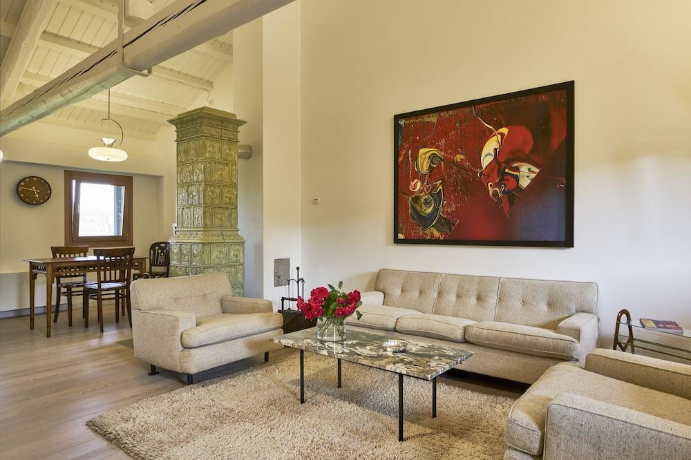 Loft (30s) - Living Area